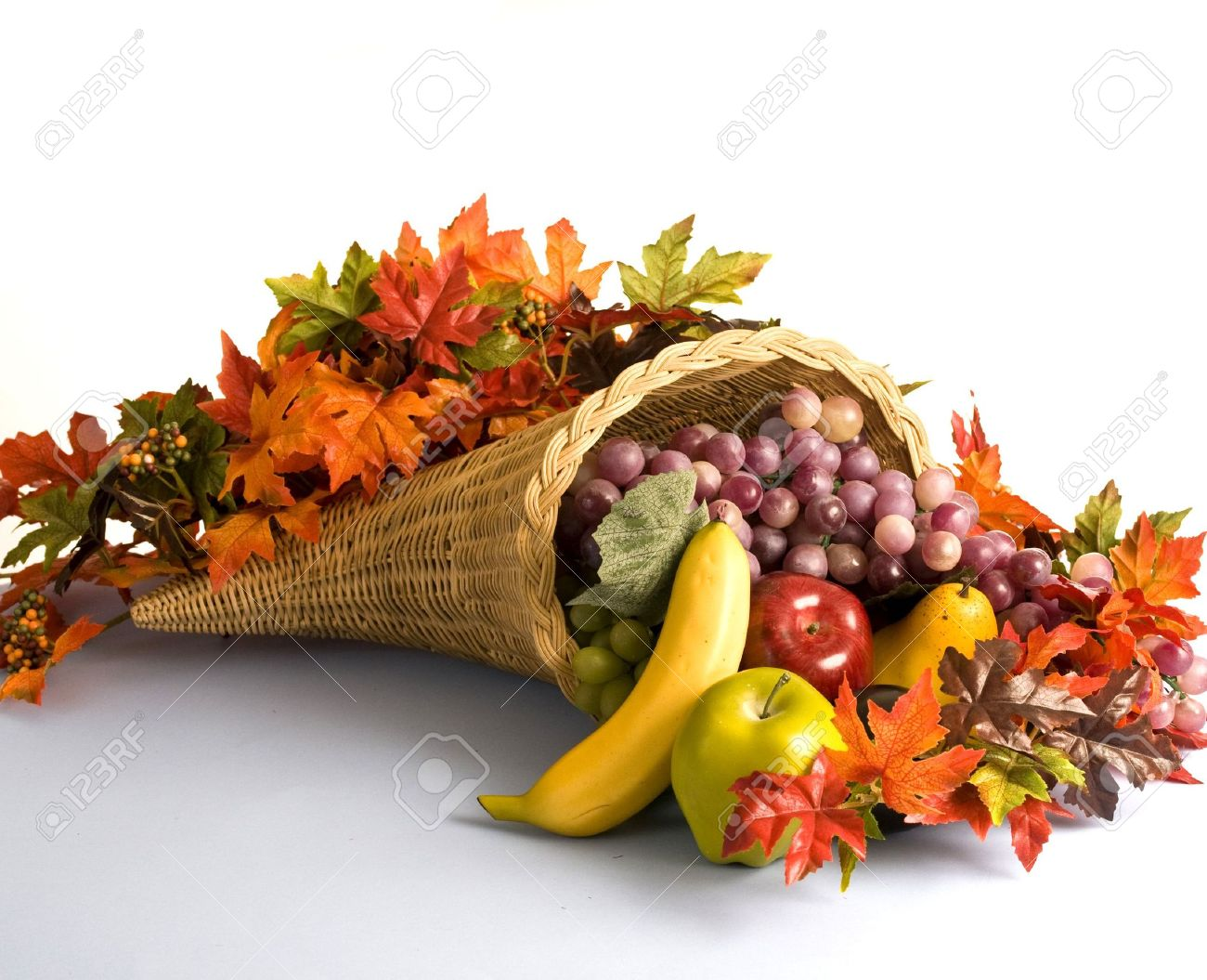 Ein Korbweide Füllhorn Mit Obst Und Blätter Lizenzfreie Fotos ...
