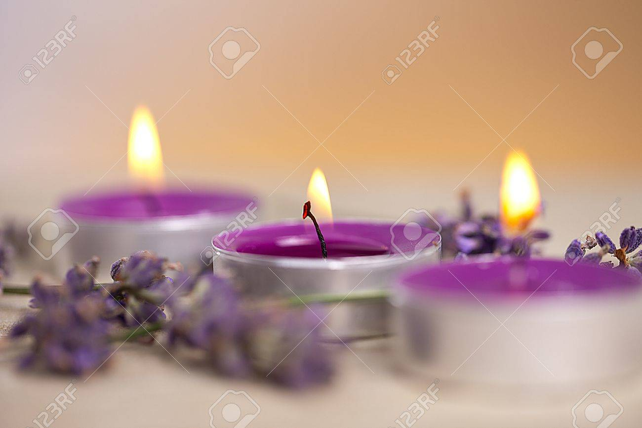 candel with flamme with lavender Stock Photo - 12508344
