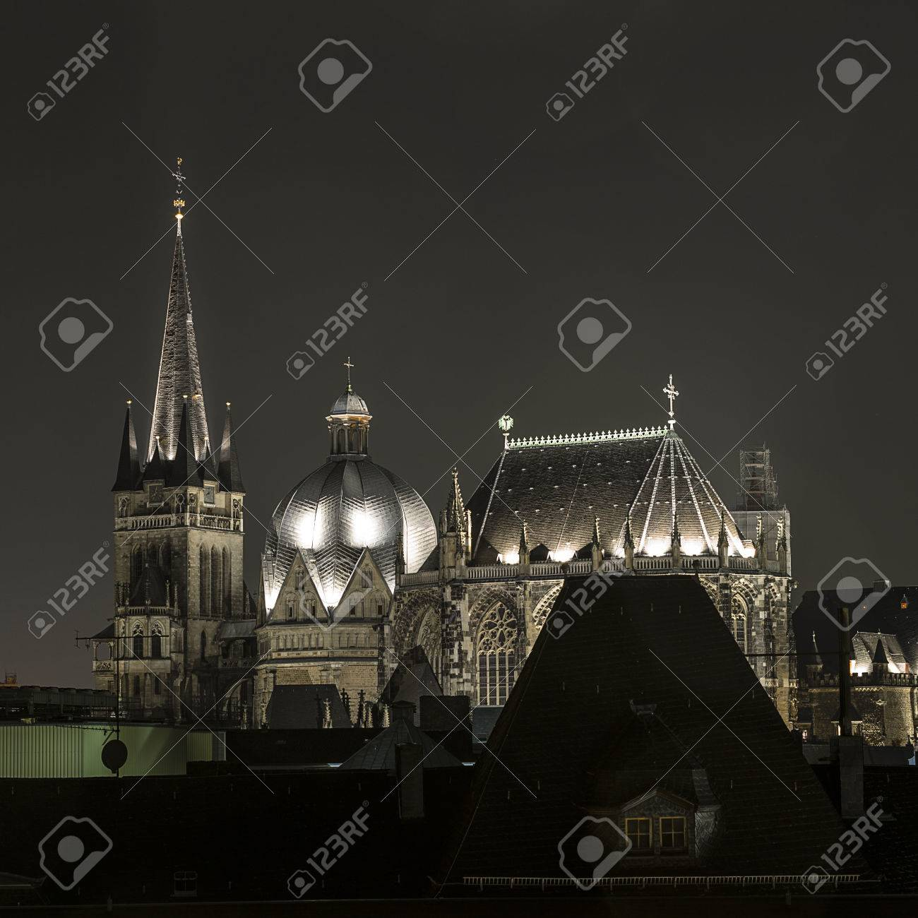 aachen cathedral night aachen aix la chapelle imperial imperial cathedral church gothic monument stock aix la chapelle cathedral