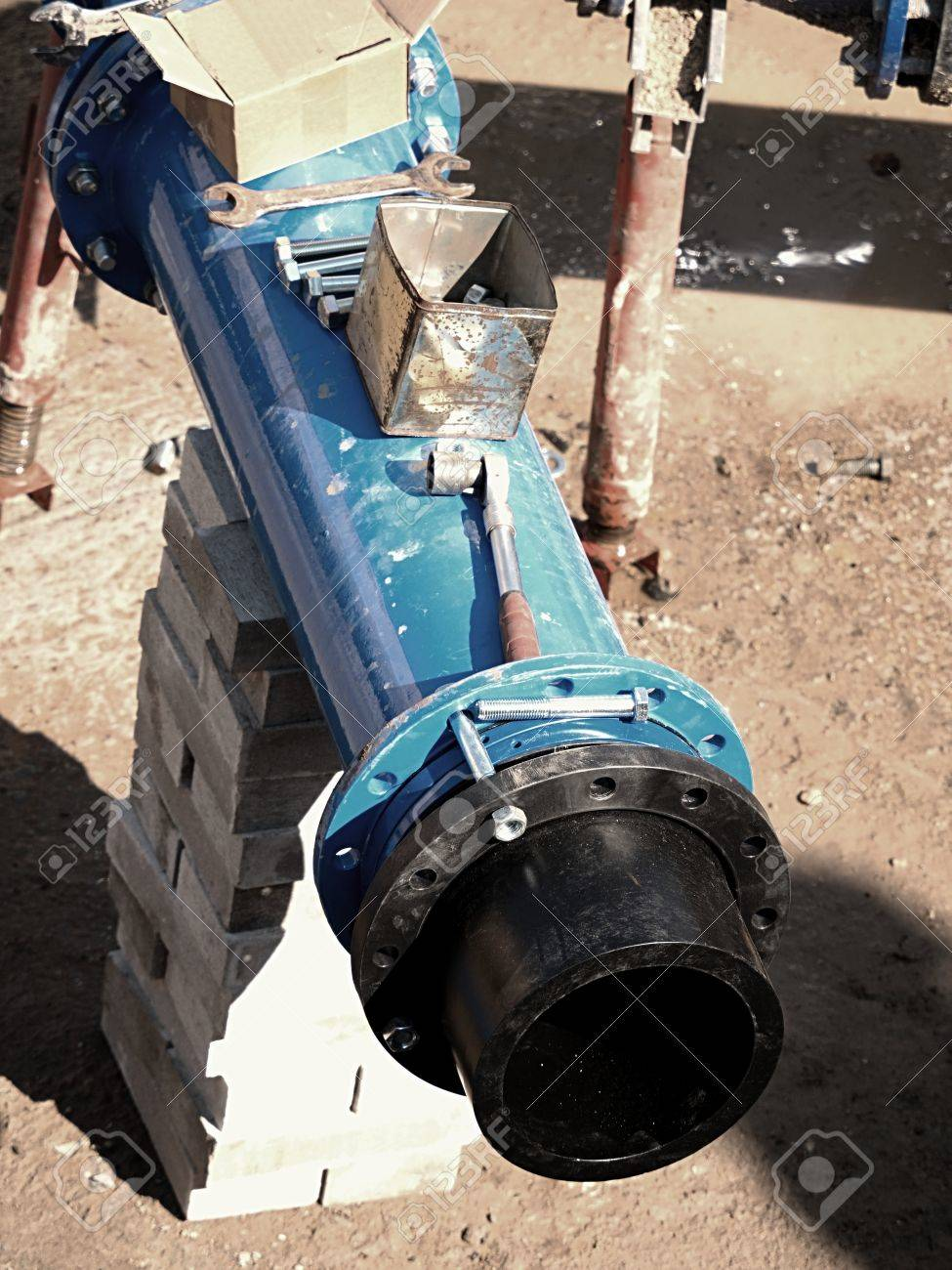 Connection HDPE pipe and main steel pipeline, gate valve Welded