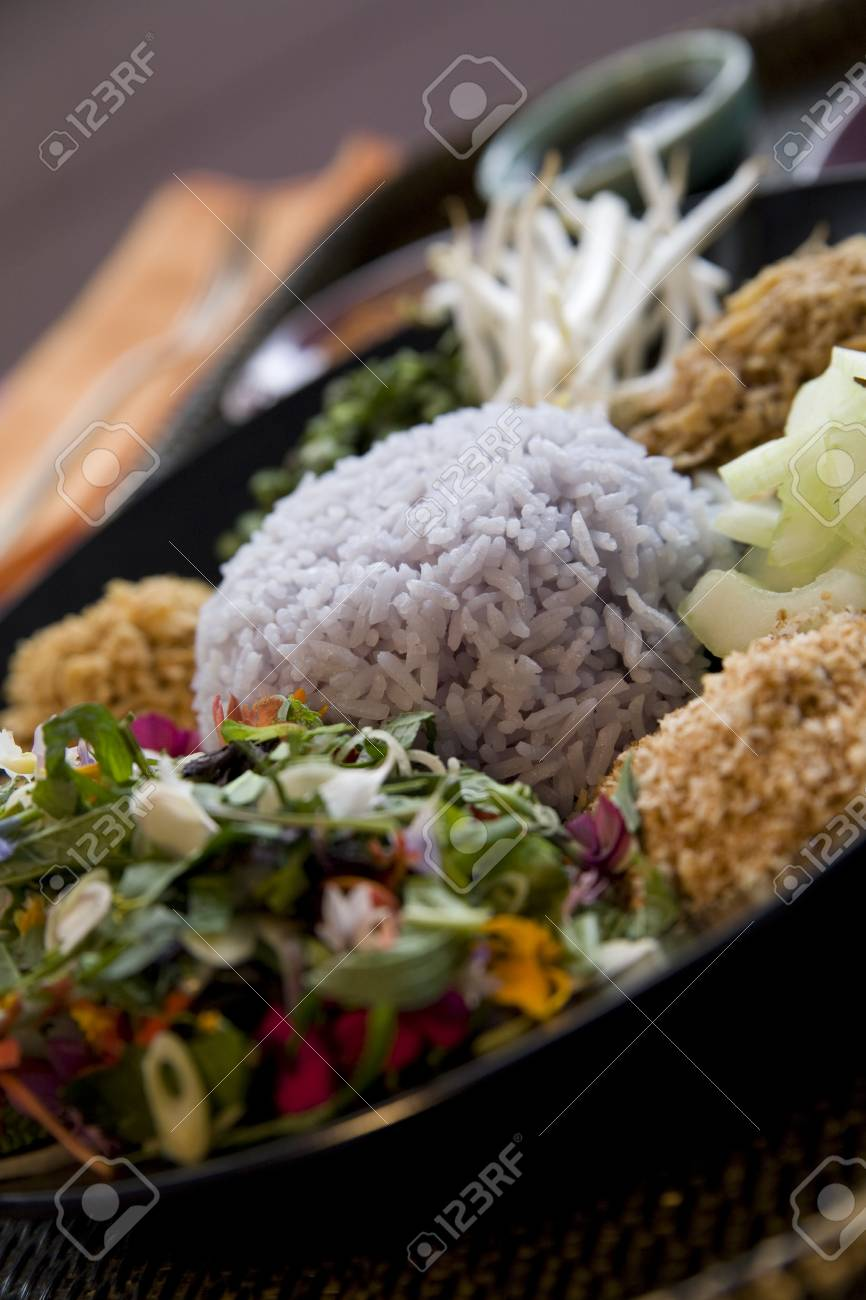 Thai food delicacies presented in traditional settings Stock Photo - 7921066