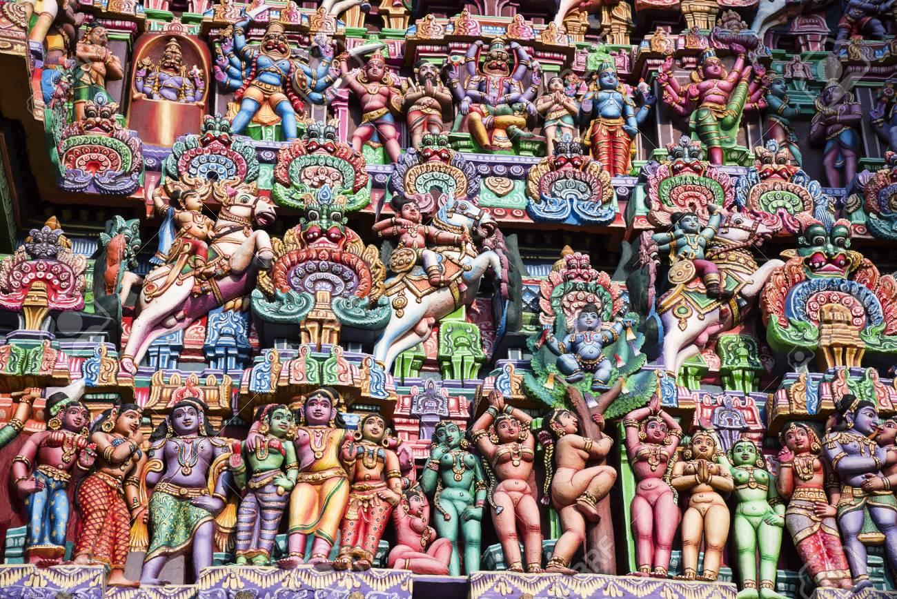 Colorful idols on the Gopuram, Sarangapani Temple, Kumbakonam,