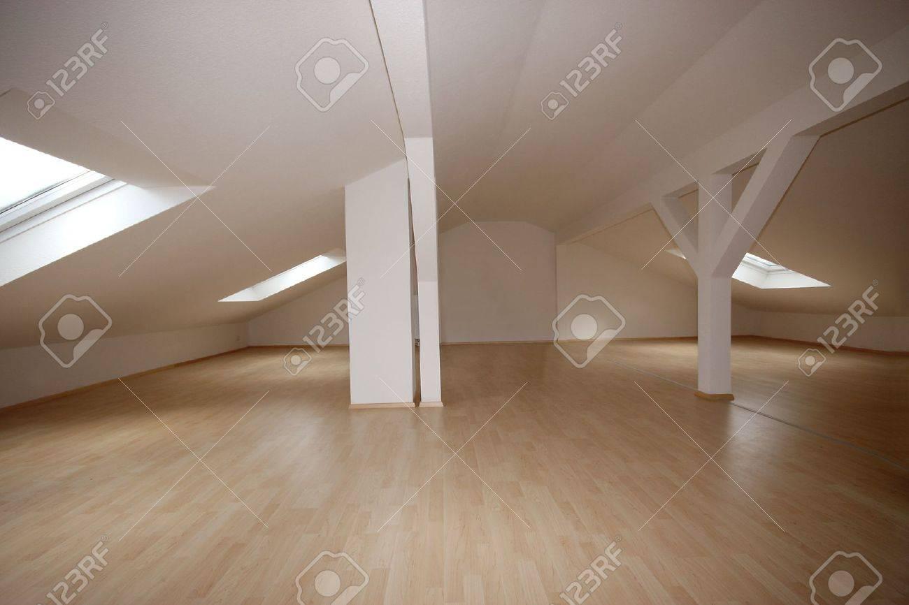 appartement mansardé banque d'images et photos libres de droits
