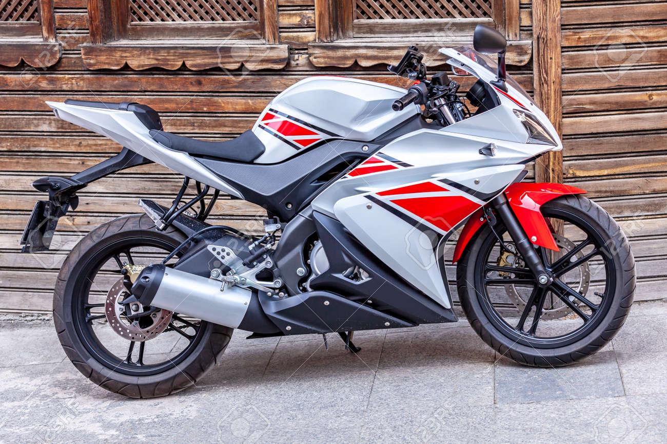 Middleweight supersport bike Yamaha, red white racing motorcycle - 163031563