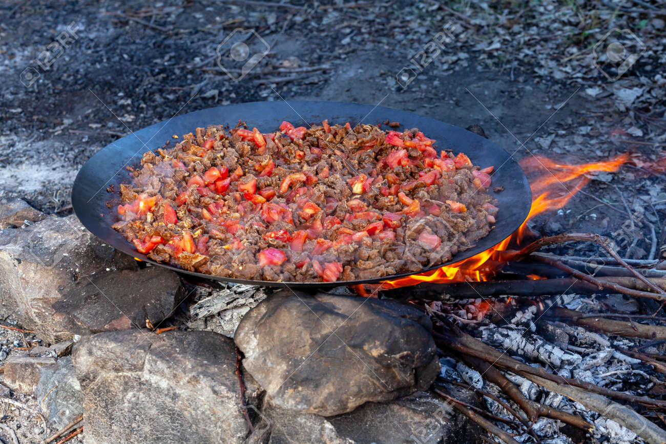 Traditional Turkish meal called 'Sac Kavurma'; meat is roasted on metal sheet over the fire with vegetables. - 162314047
