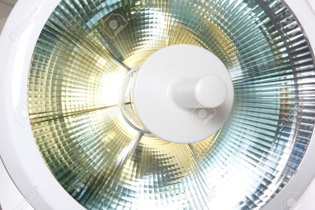 Moderne Lampen 81 : Moderne einstellbare präzision chirurgie lampe lizenzfreie fotos
