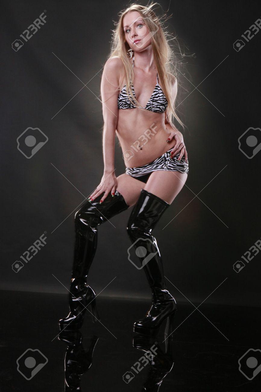Boots Leather Blond In Bikini And Cute Zebra Tall CordxBe