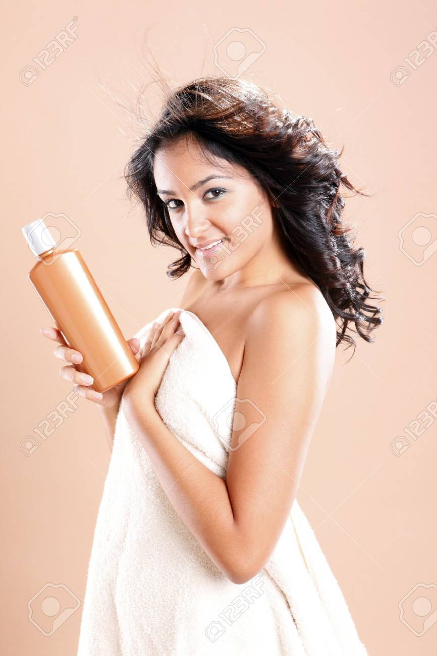 Cute hispanic young woman ready to take care of her hair Stock Photo - 10082383