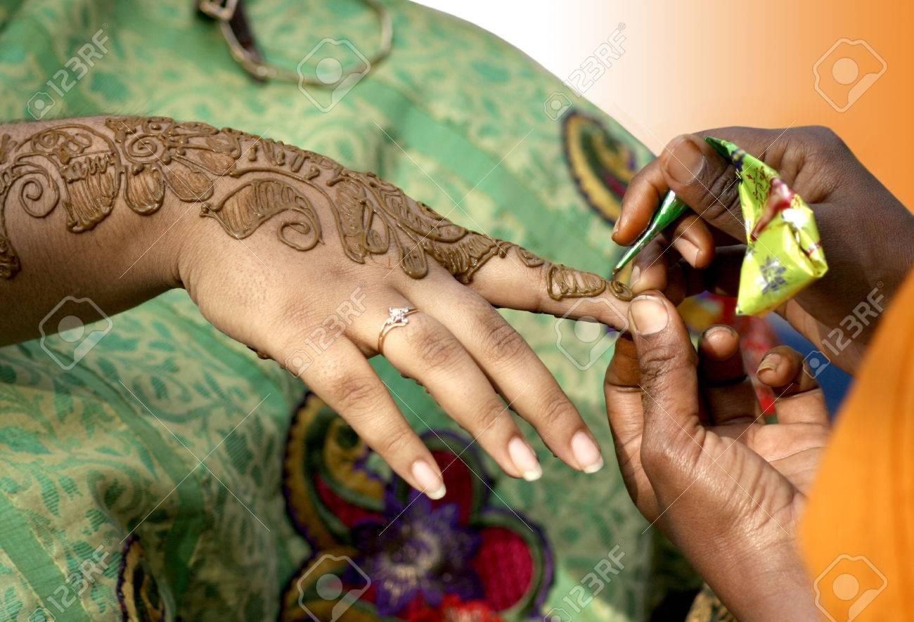 La Aplicacion De Henna Tinte Preparado A Partir Del Arbol De Henna