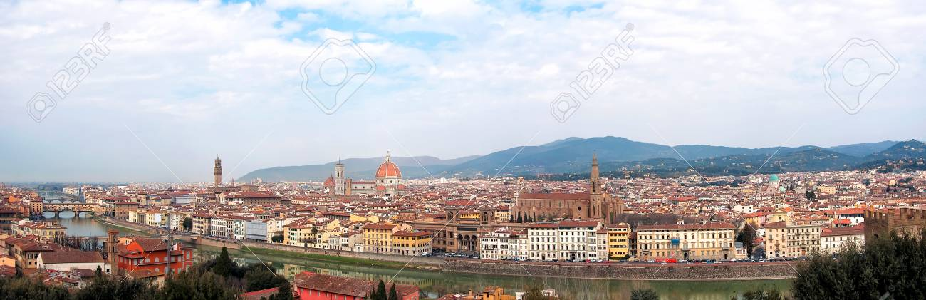 A panoramic view of the city of Florence in Italy with rive Arno in the foreground. - 39118872