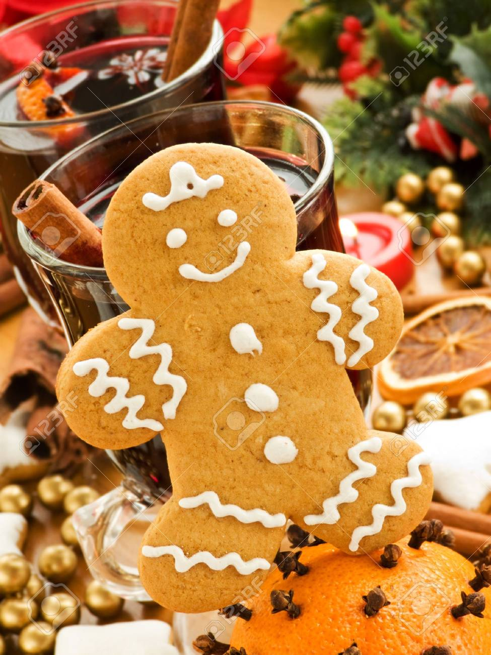 Mulled wine and gingerbread cookie. Shallow dof. Stock Photo - 8210819
