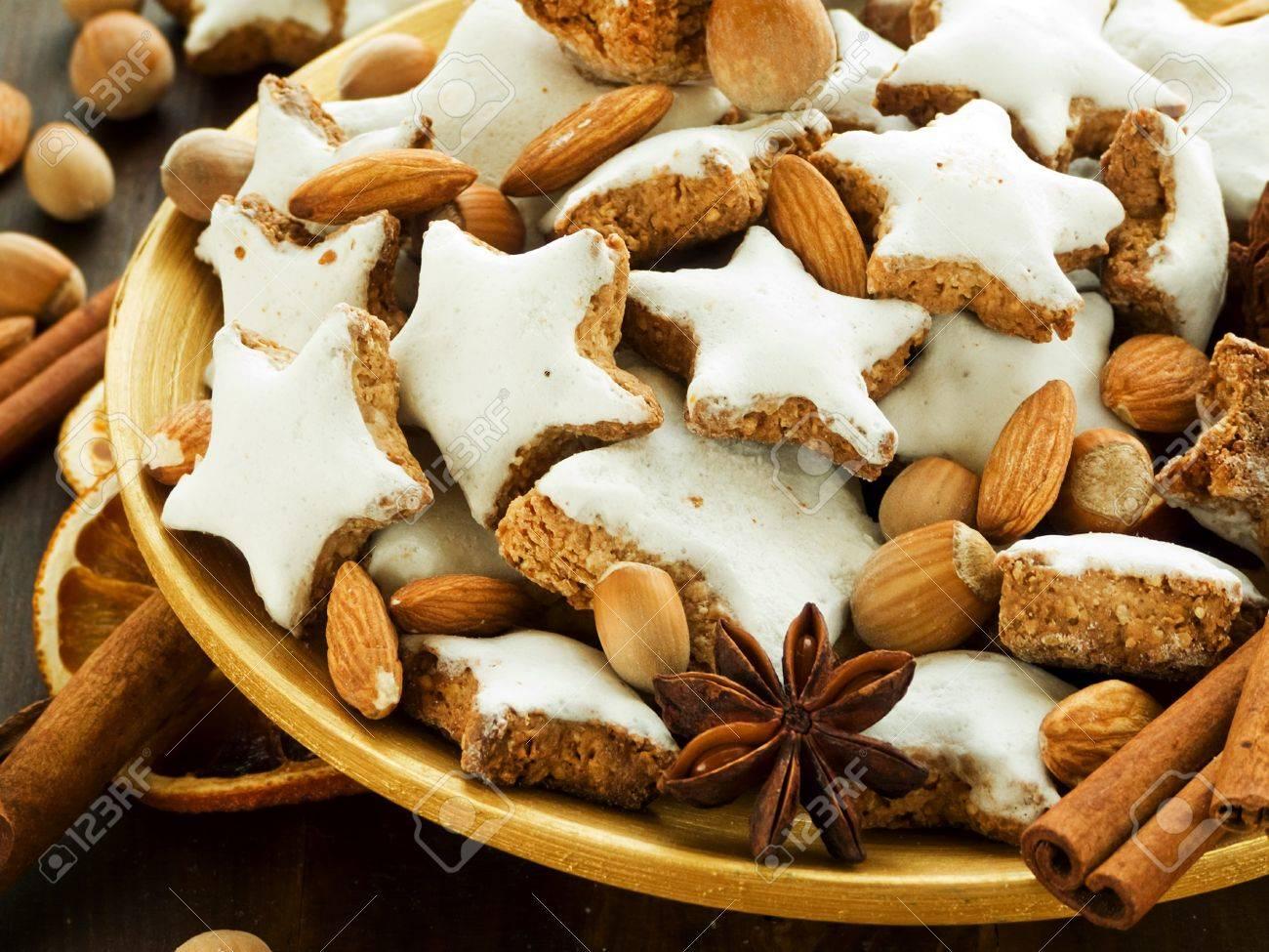 Plate with traditional christmas cinnamon cookies Zimtsterne. Shallow dof. Stock Photo - 11091618