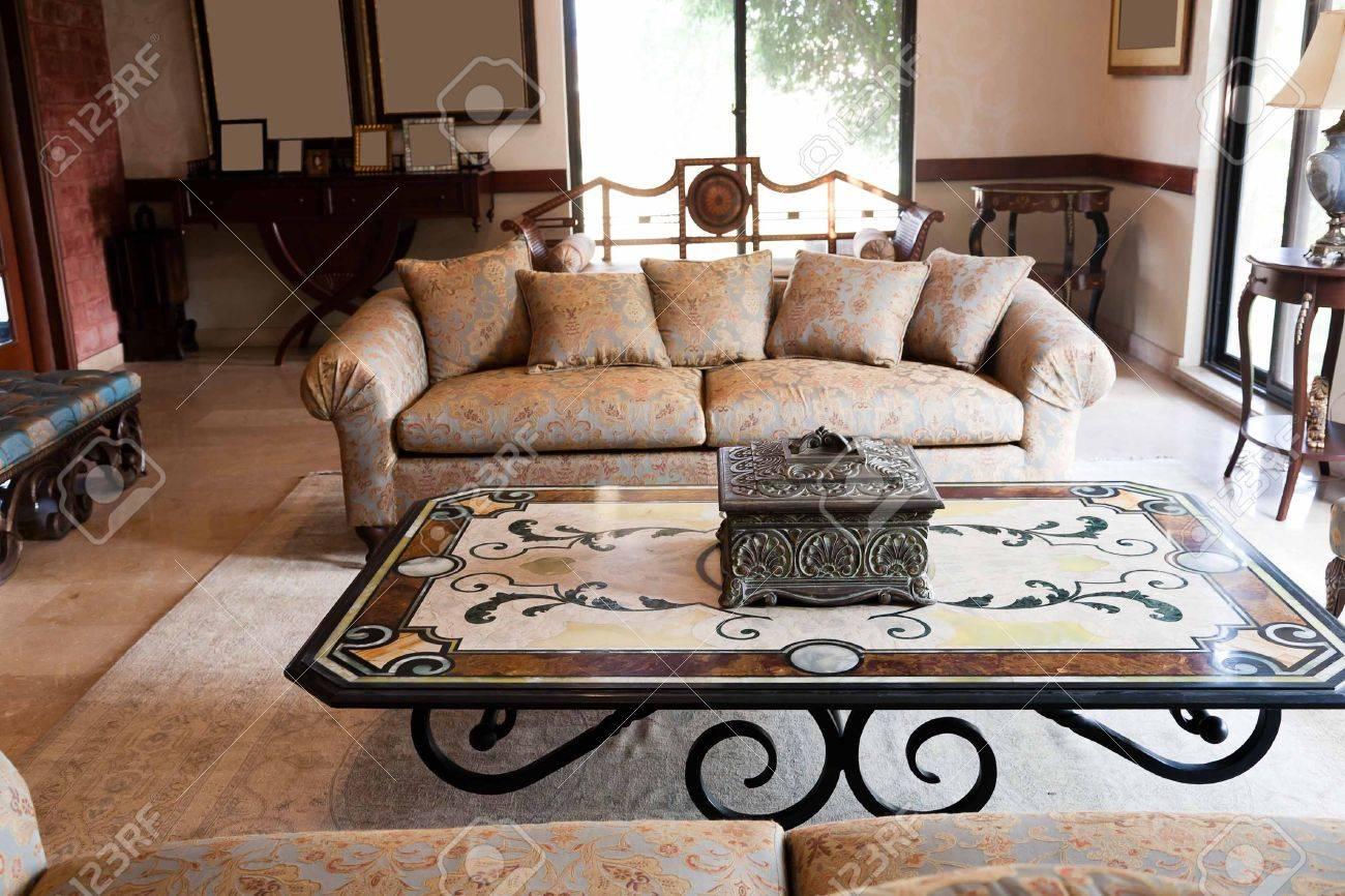 Neue wohnungen wohnzimmer mit klassischen orientalischen möbeln ...