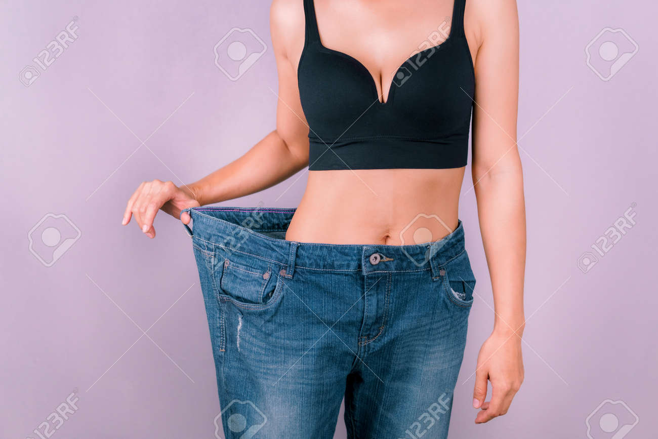 A young woman showing off a slim figure Exercise regularly, be healthy - 165289233