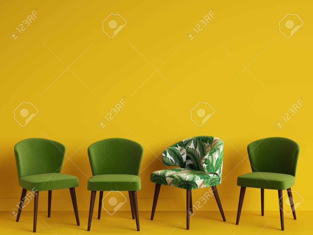 Ein Grüner Stuhl Mit Muster Tropischen Blättern Unter Einfachen