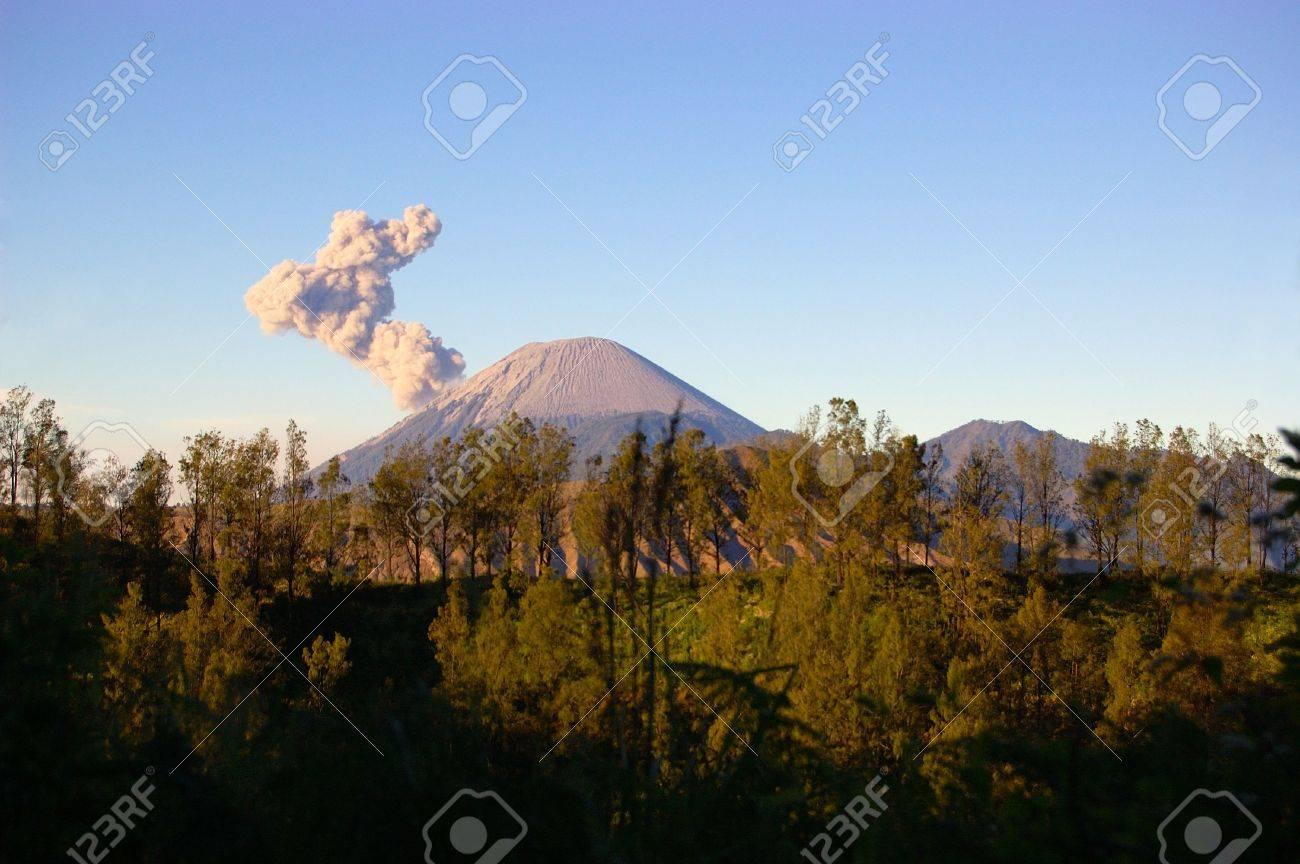 Semeru volcano Stock Photo - 5286186