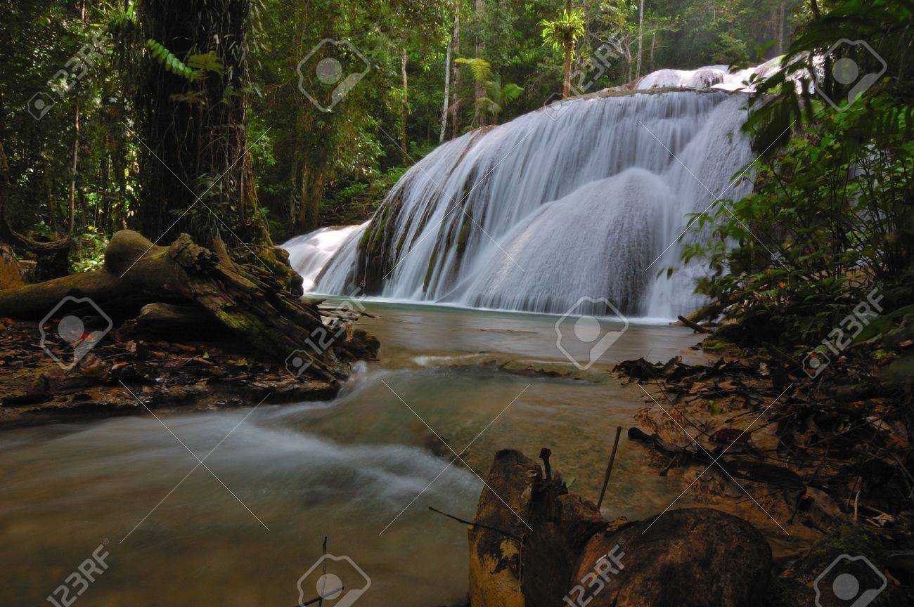 Saluopa waterfall, Pamona, Central Sulawesi, Indonesia Stock Photo - 15814190