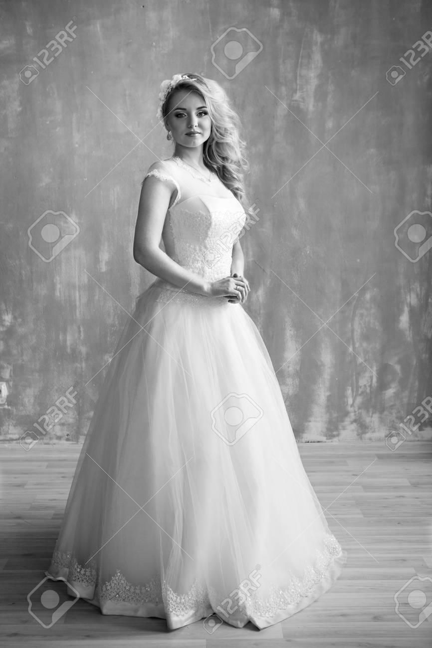 Belle Mariee Portrait Mariage Maquillage Et Coiffure Avec Couronne