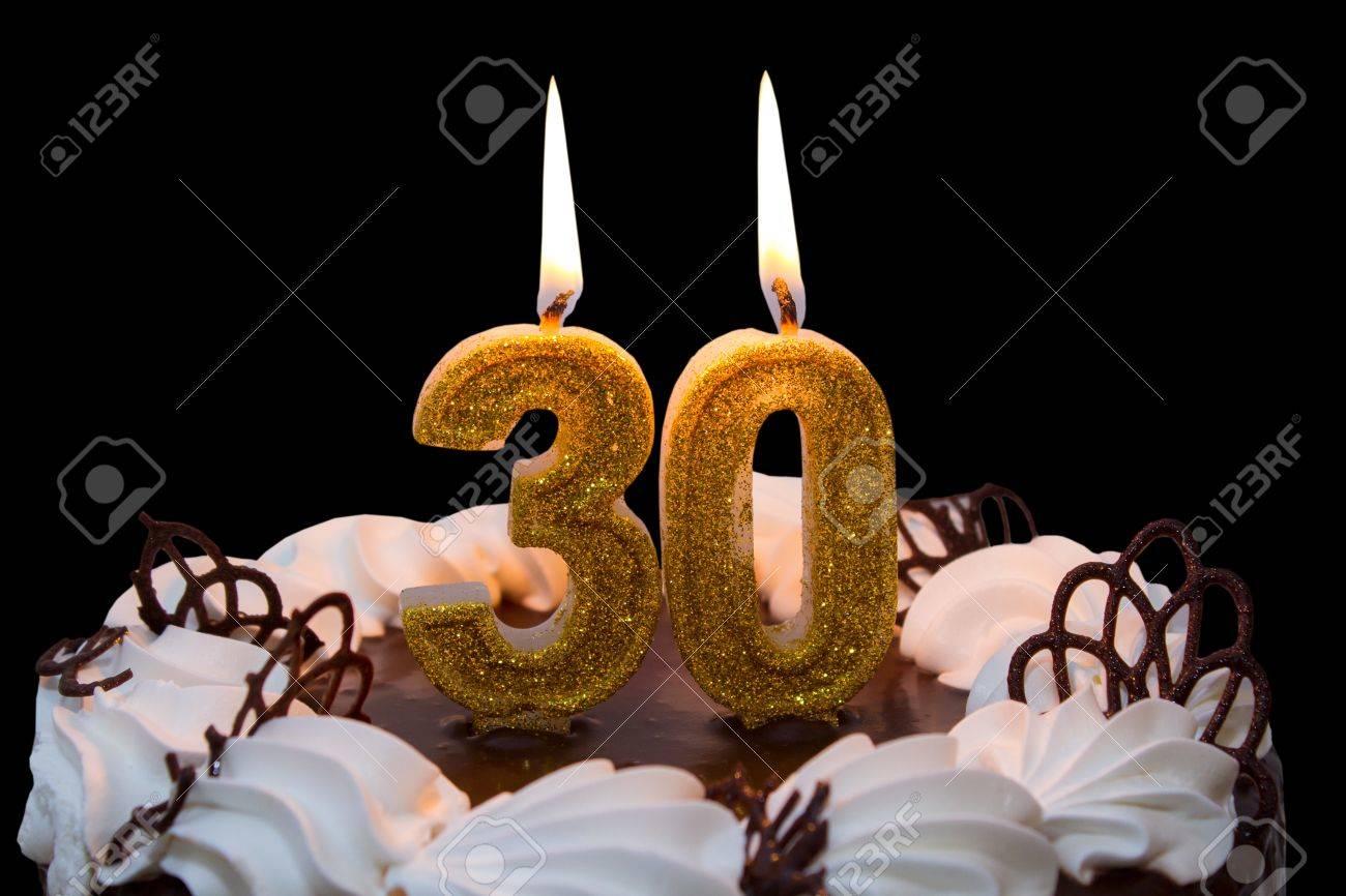 Weiss Bereiften Kuchen Mit 30 Kerzen Beleuchtet 30