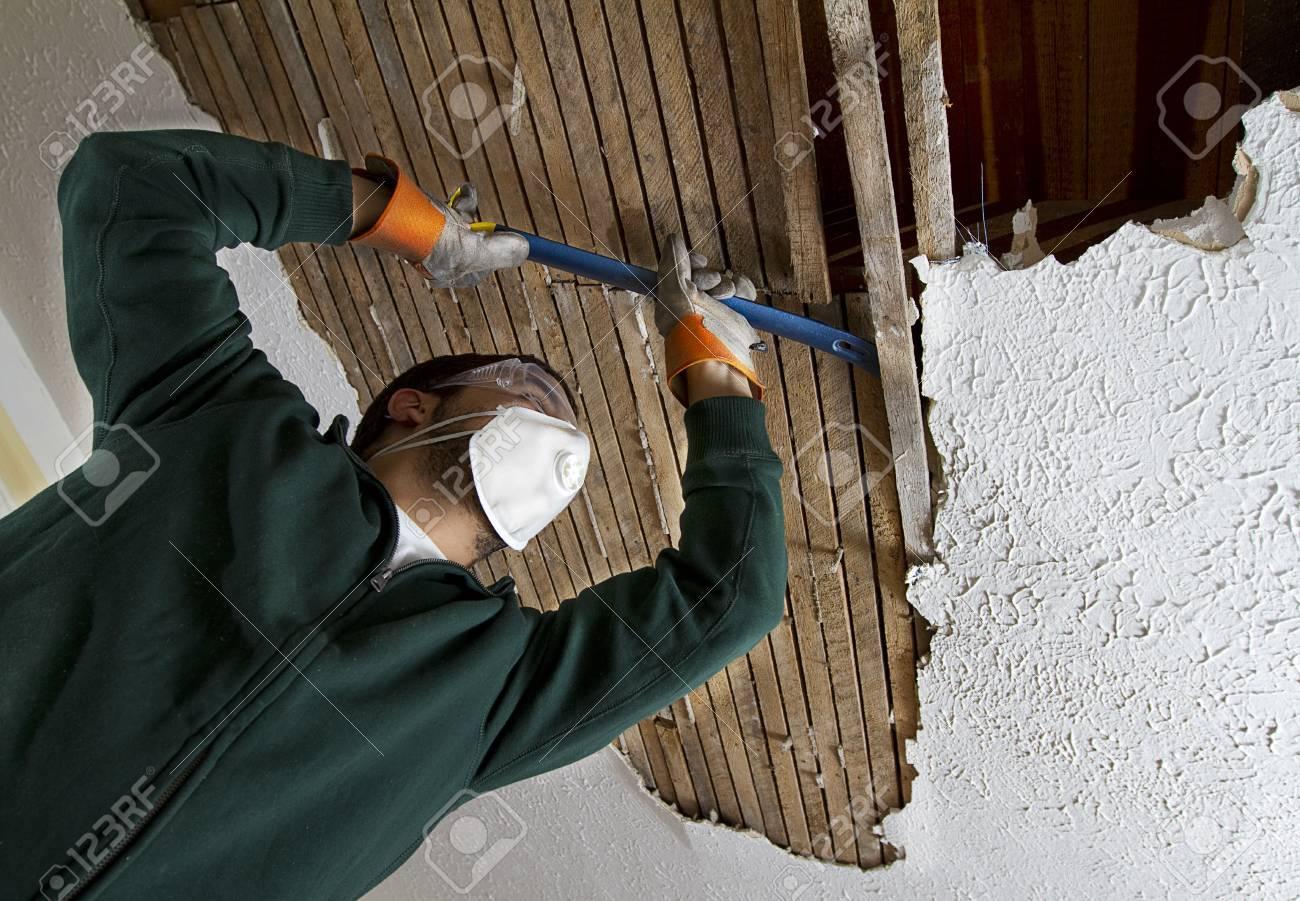 Réparer Un Plafond En Platre concernant rparer plafond platre. rebouchez les fissures du plafond. reparer un