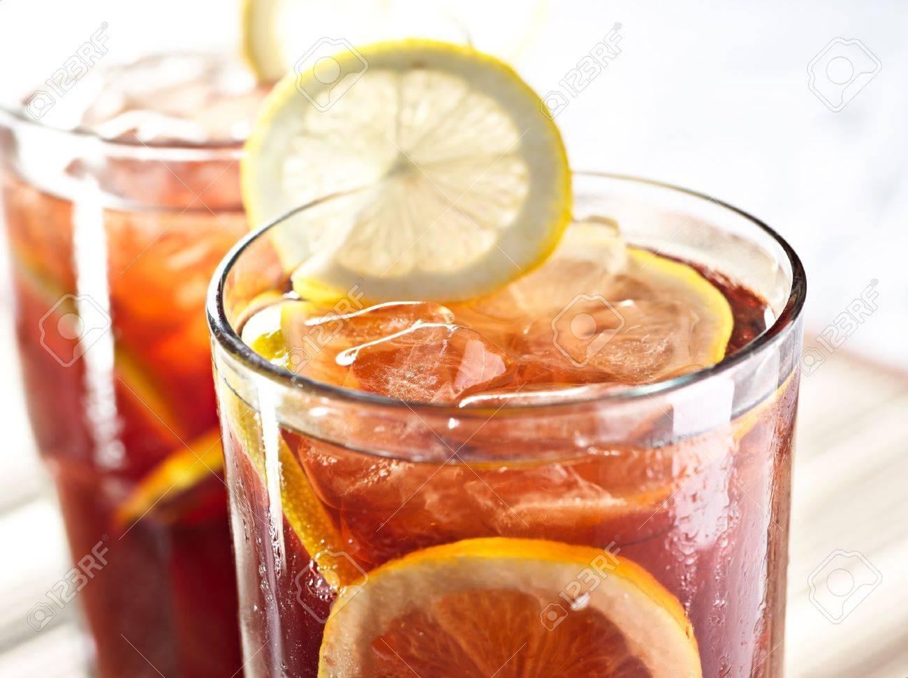 two glasses of iced tea with lemon garnish closeup Stock Photo - 12925050