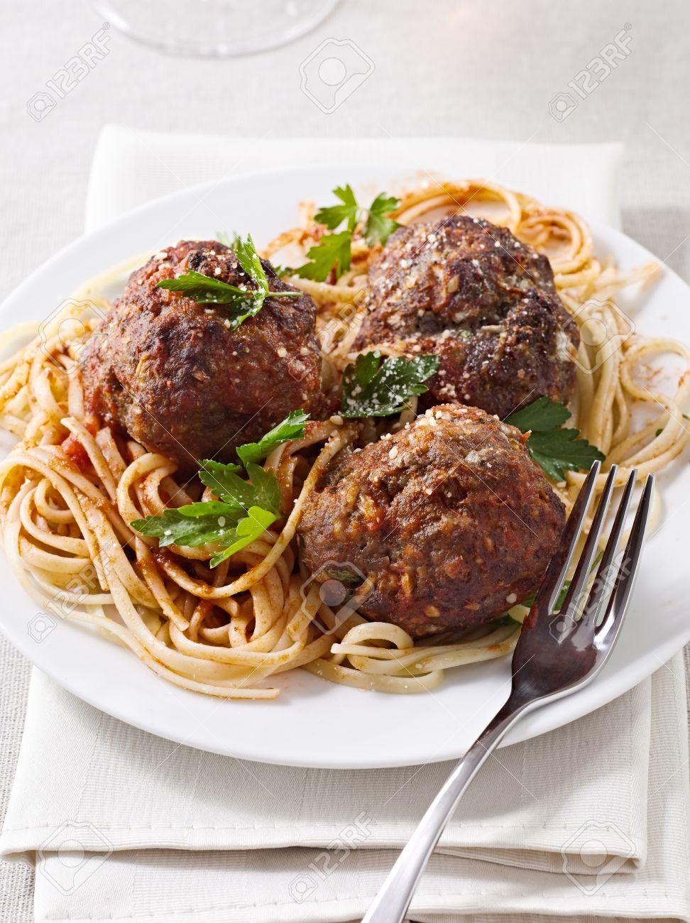 large meatballs with spaghetti Stock Photo - 12925093