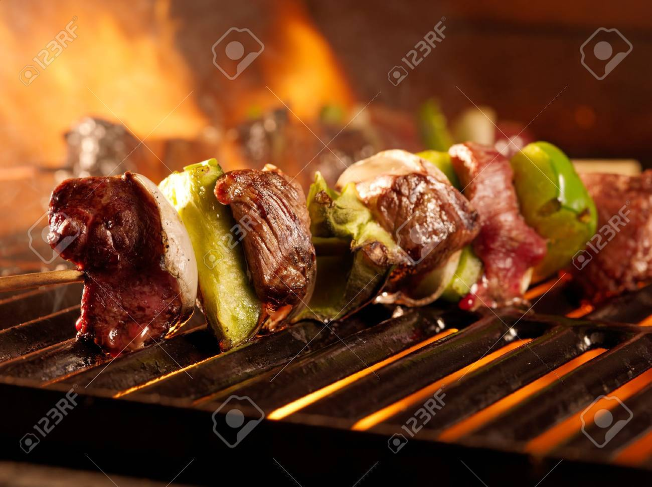beef shish kababs on the grill Stock Photo - 14941032