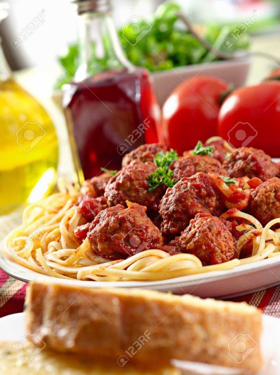 hearty spaghetti dinner - 15399718