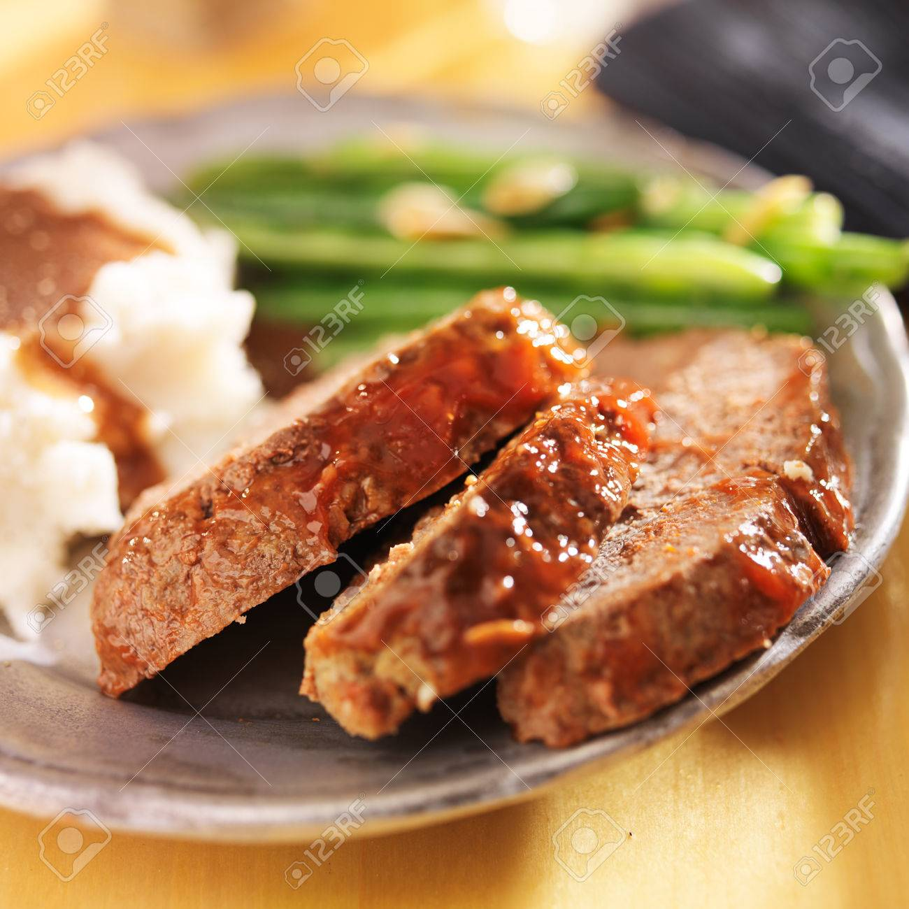 meatloaf with greenbeans and mashed potatoes Stock Photo - 25856670