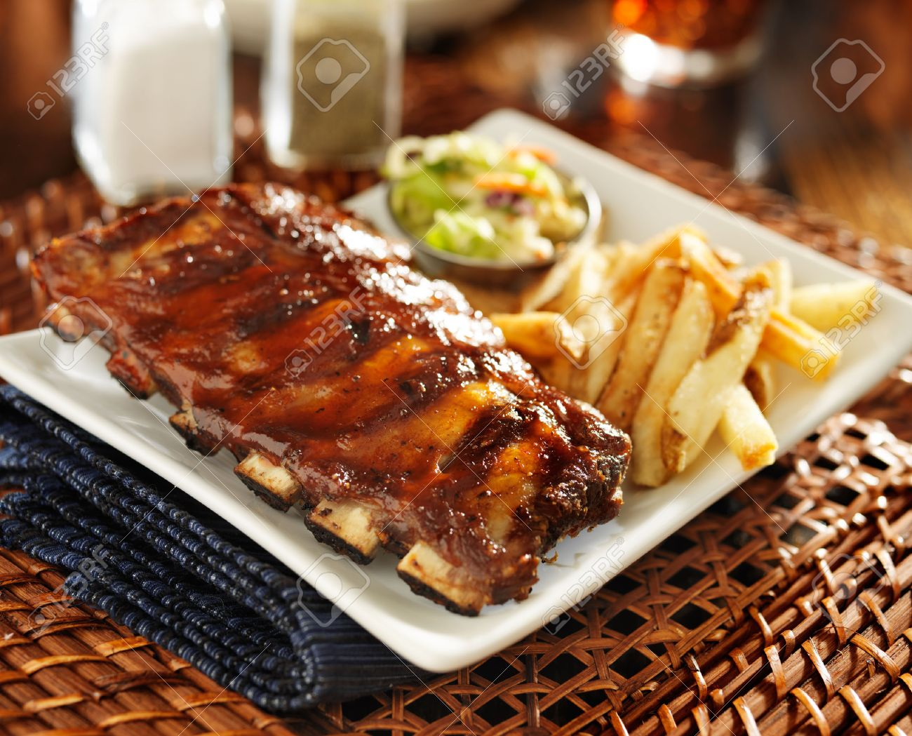 bbq ribs with cole slaw and french fries - 30026651