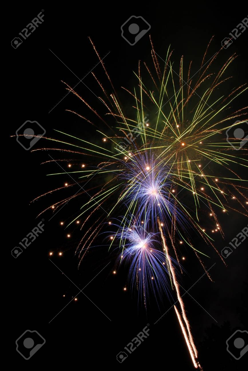 Fireworks show from Fir Grove at the All American Home Town Fireworks celebration in Roseburg Oregon s Stewart Park, July 4th Stock Photo - 13339159