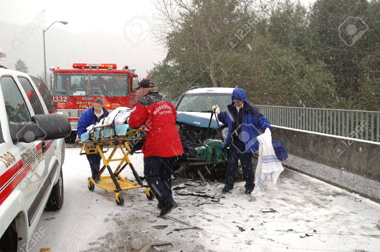 Removing a Injured Patient  Ice storm accident on the Stewart Parkway Bridge, 2 persons transported,  Roseburg Oregon Stock Photo - 15625726