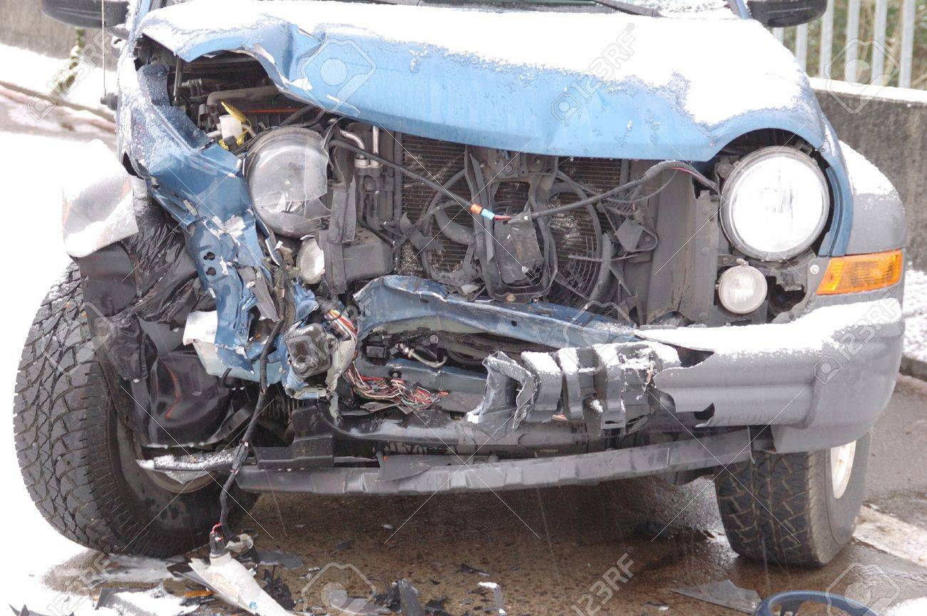 Head on Collision Results on a SUV  Ice storm accident on the Stewart Parkway Bridge, 2 persons transported,  Roseburg Oregon Stock Photo - 15639232