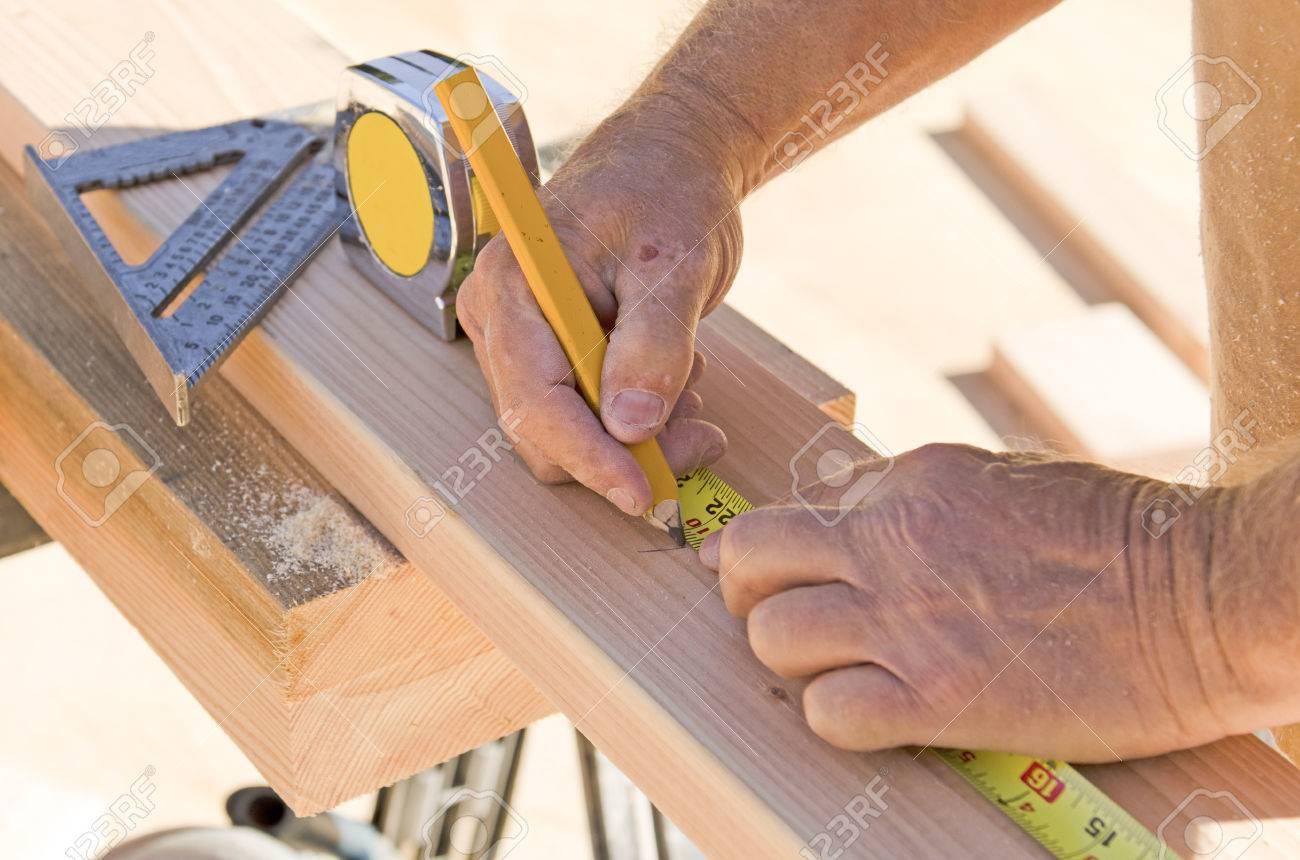 Entrepreneur En Construction Travailleur Portant Sur La Plaque De - Plaque pour mur interieur