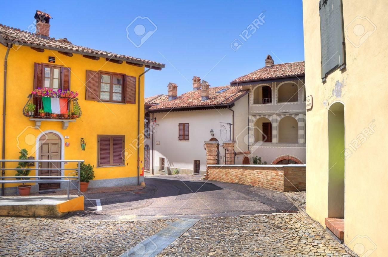 色とりどりの家の町のカスティリ...