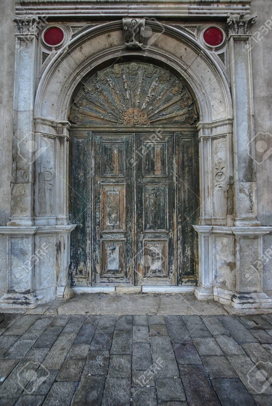 Old antique wooden door vintage portal doorway Stock Photo - 84106085 - Old Antique Wooden Door Vintage Portal Doorway Stock Photo, Picture