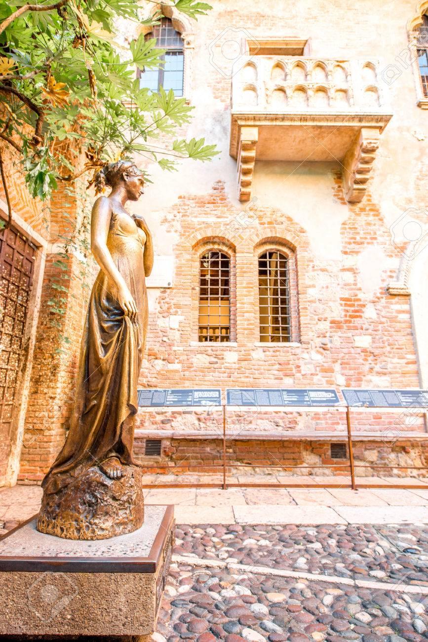 Verona Italien 22 Mai 2016 Julia Statue Und Balkon In Verona
