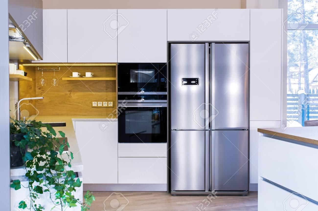 Interni Moderni Cucine : Interni moderni. design moderno della cucina in interni luminosi