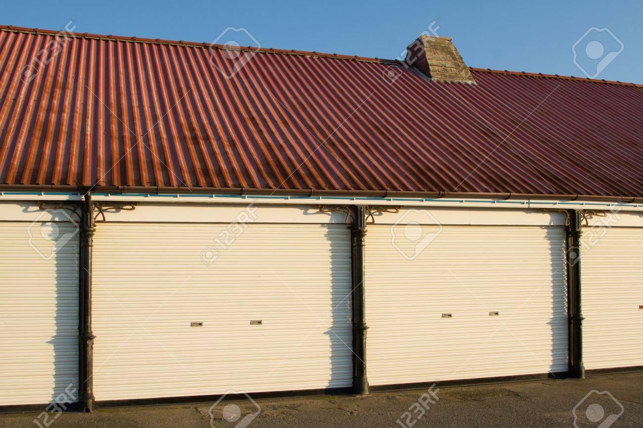 Ein Viktorianisches Gebäude Mit Roten Pavillon Wellblech Dach ...