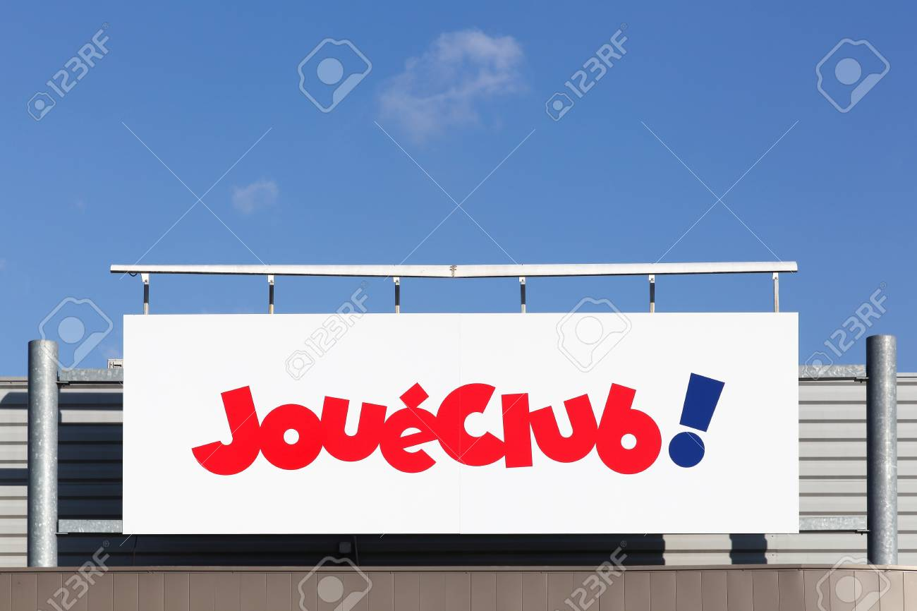Belleville, France - March 20, 2018: JoueClub on a wall. JoueClub is a chain of toy stores with cooperative status - 104319902