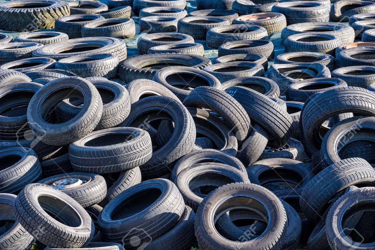 Old tires on a stack. - 40458033