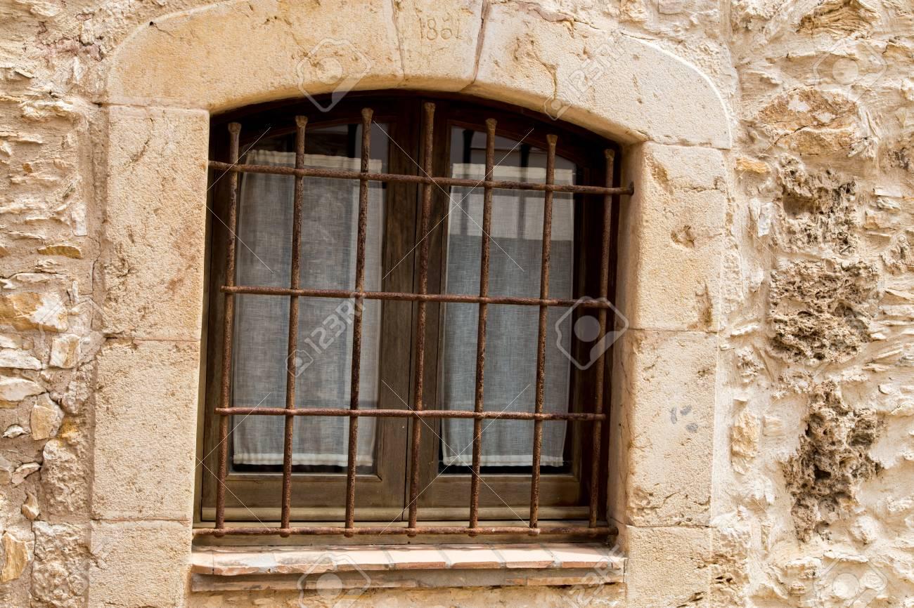 Fenetre Rustique fenêtre rustique extérieur banque d'images et photos libres de