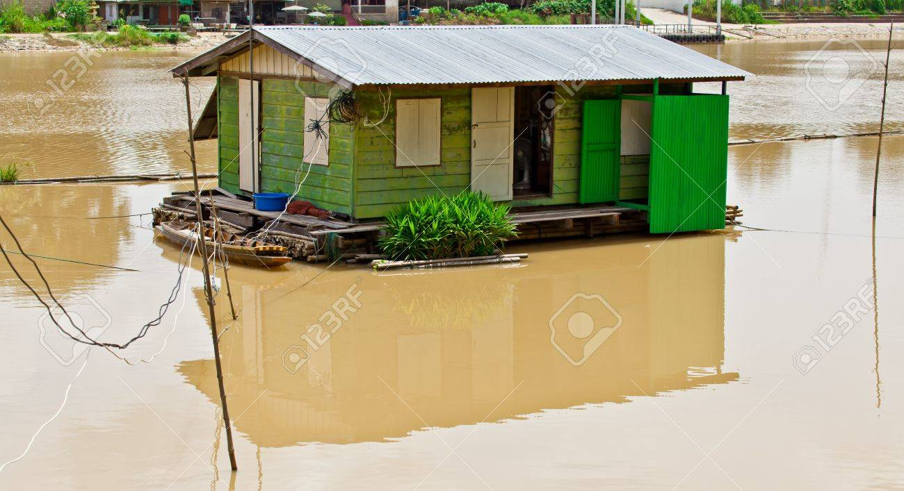 The Thai style houseboat floating in the river, Thailand - 16782518