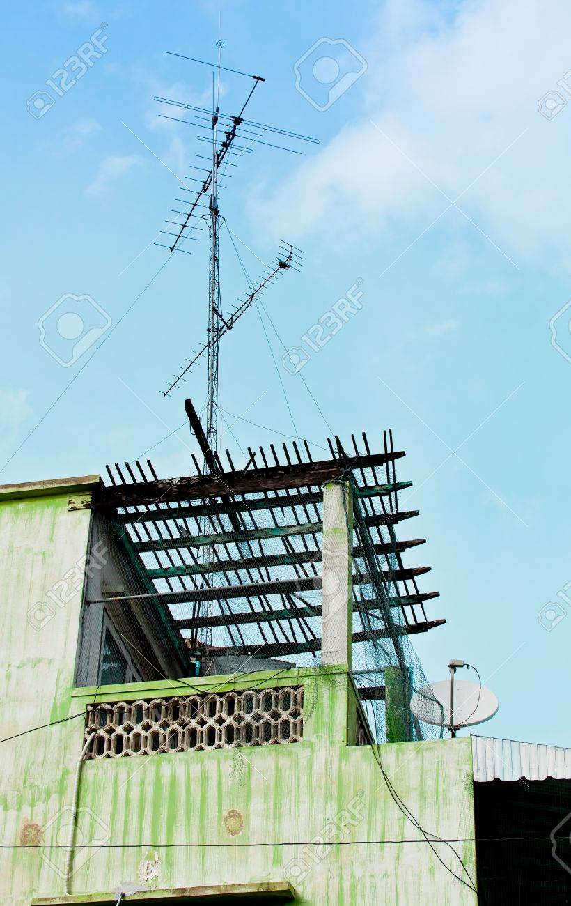 The antenna on the old building in the countryside of Thailand - 16801964