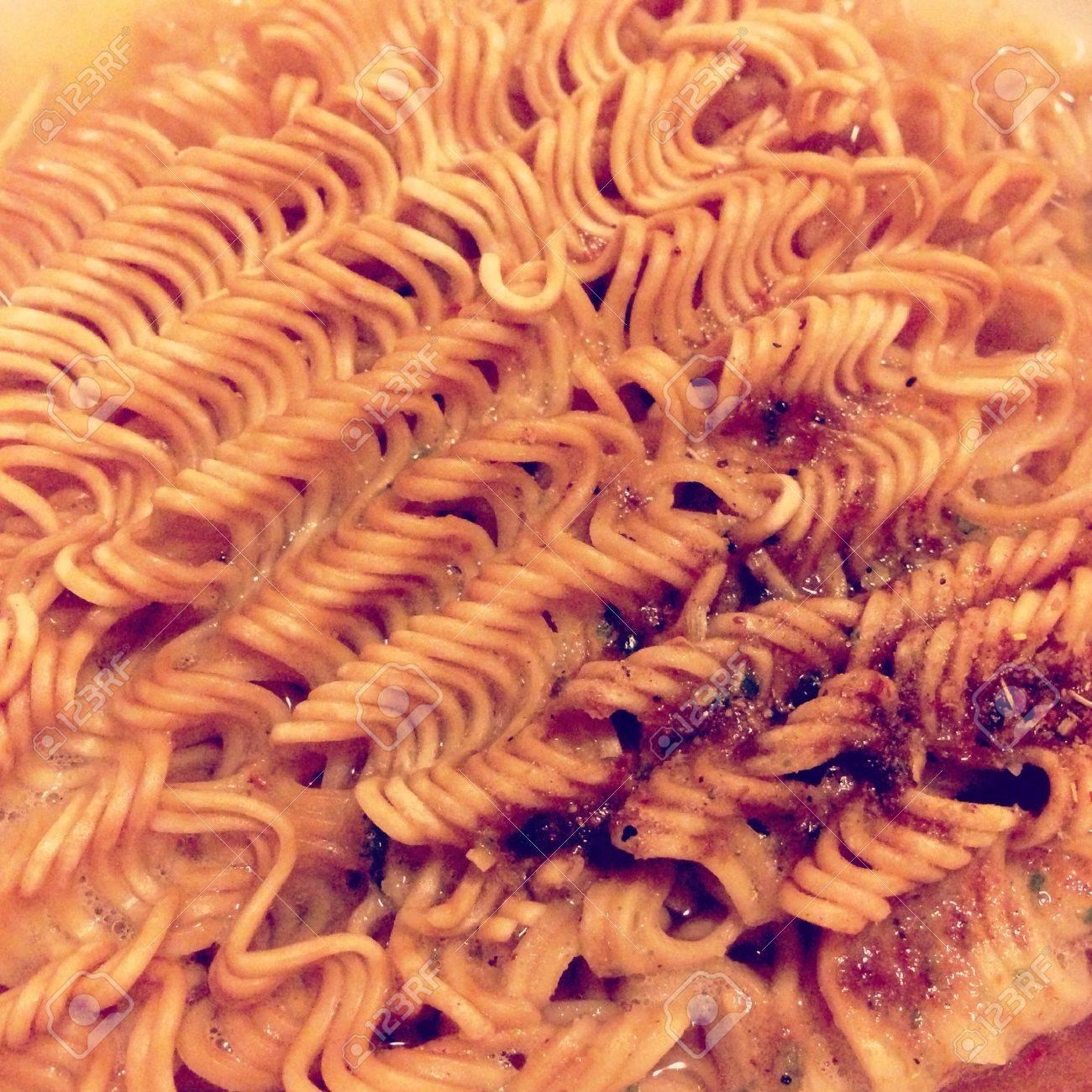 The closeup image of instant noodle - 21661780