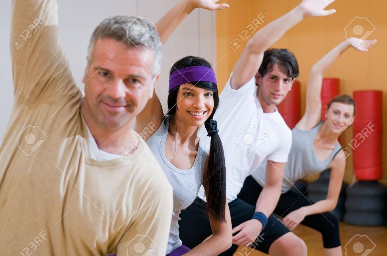 imagenes de personas haciendo ejercicios aerobicos