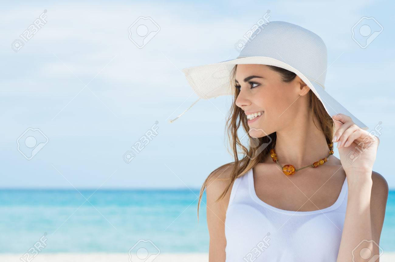 Portrait Of A Beautiful Young Woman With Sunhat At Beach - 25271595