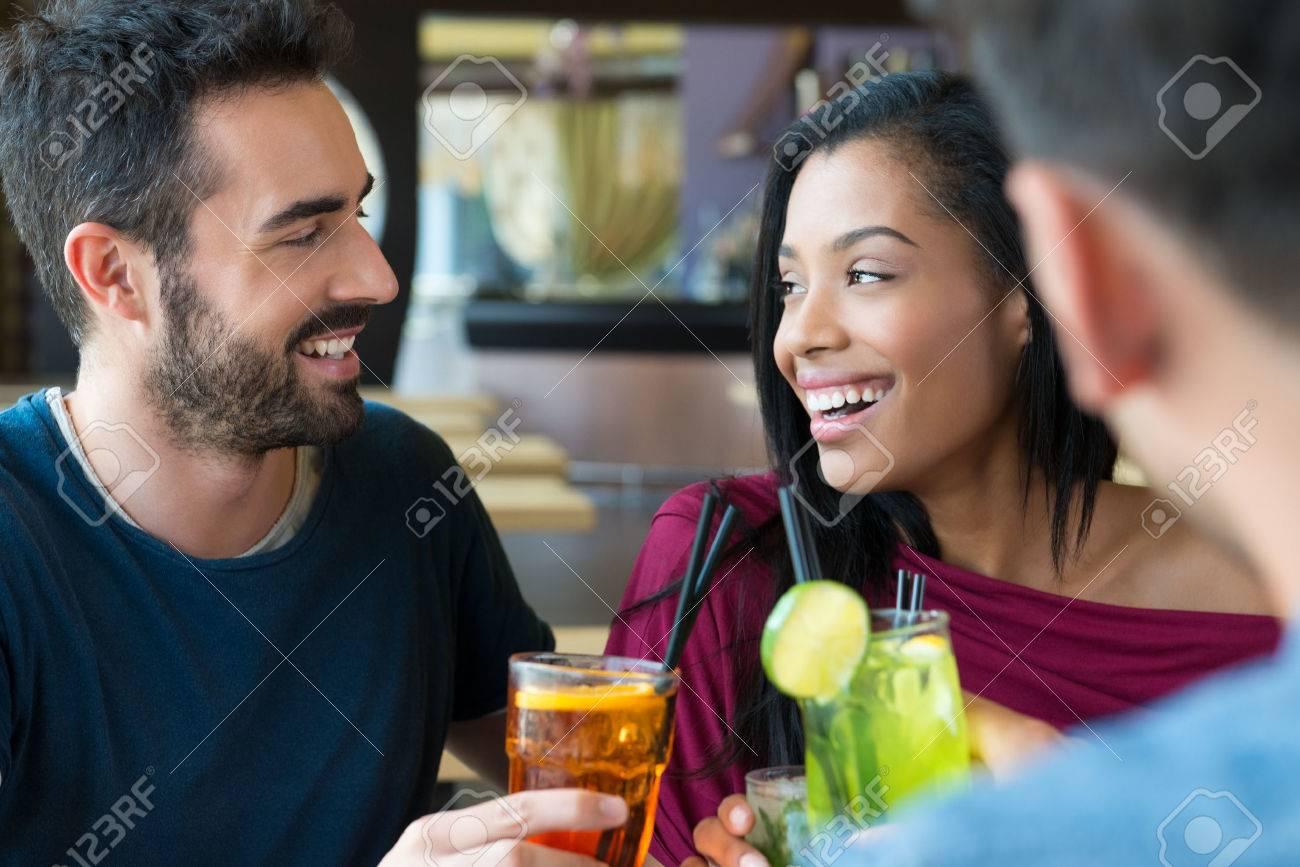 Wer ist Akaziie Datierung