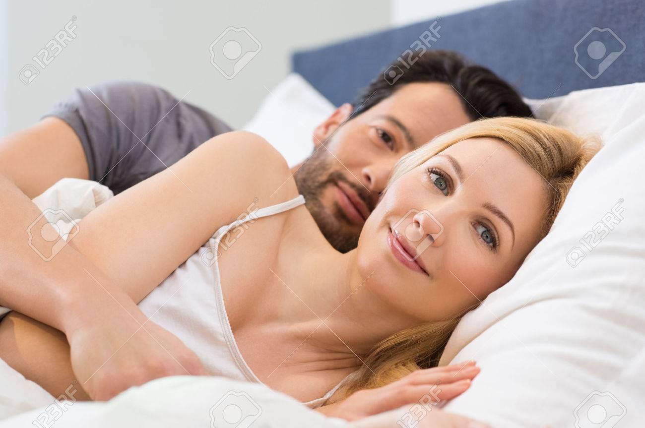 Frau ein mann wann umarmt eine Wenn Er