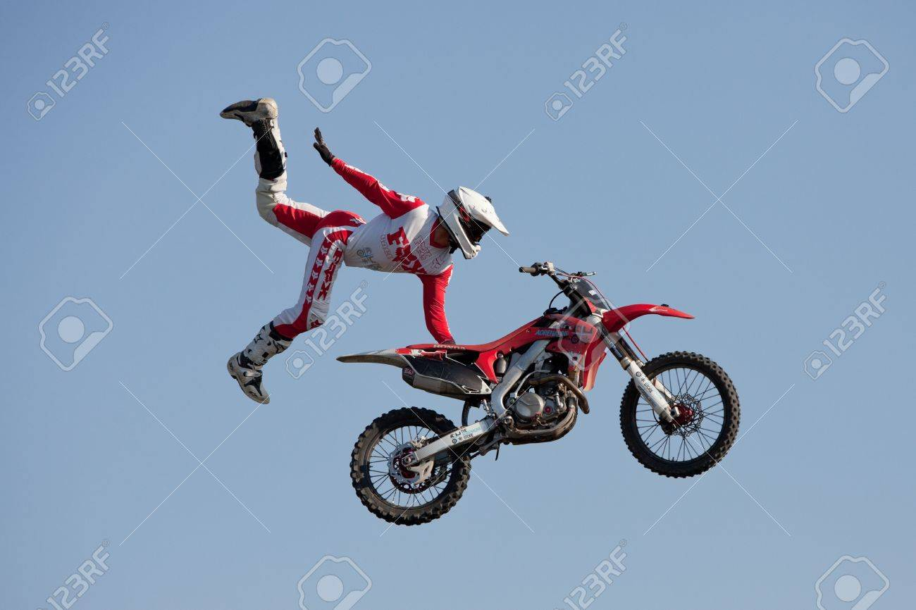 Play Motocross Air Game Here - A Racing Game on FOG.COM